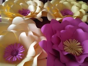 Flores de papel gigantes (amarillo y fucsia)
